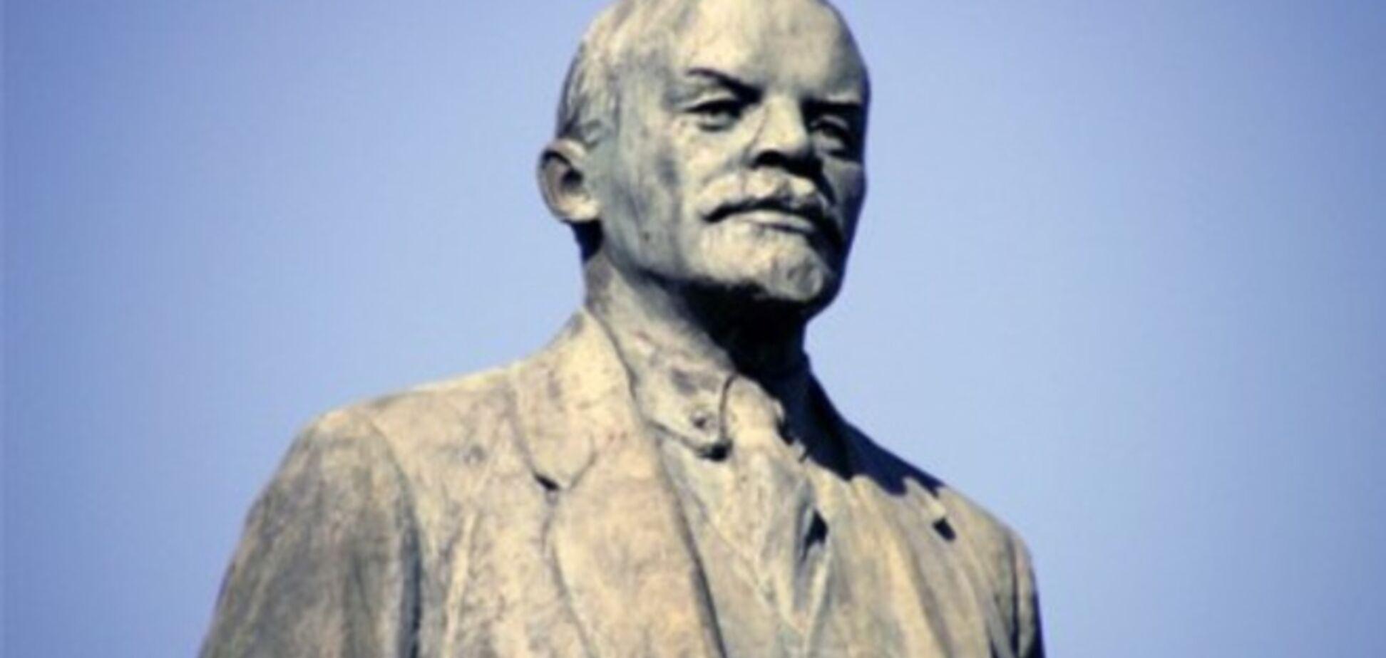 На Харьковщине снесли еще один памятник Ленину