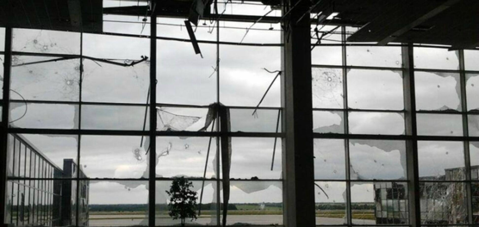 Террористы подбили украинский БТР в донецком аэропорту: семь погибших