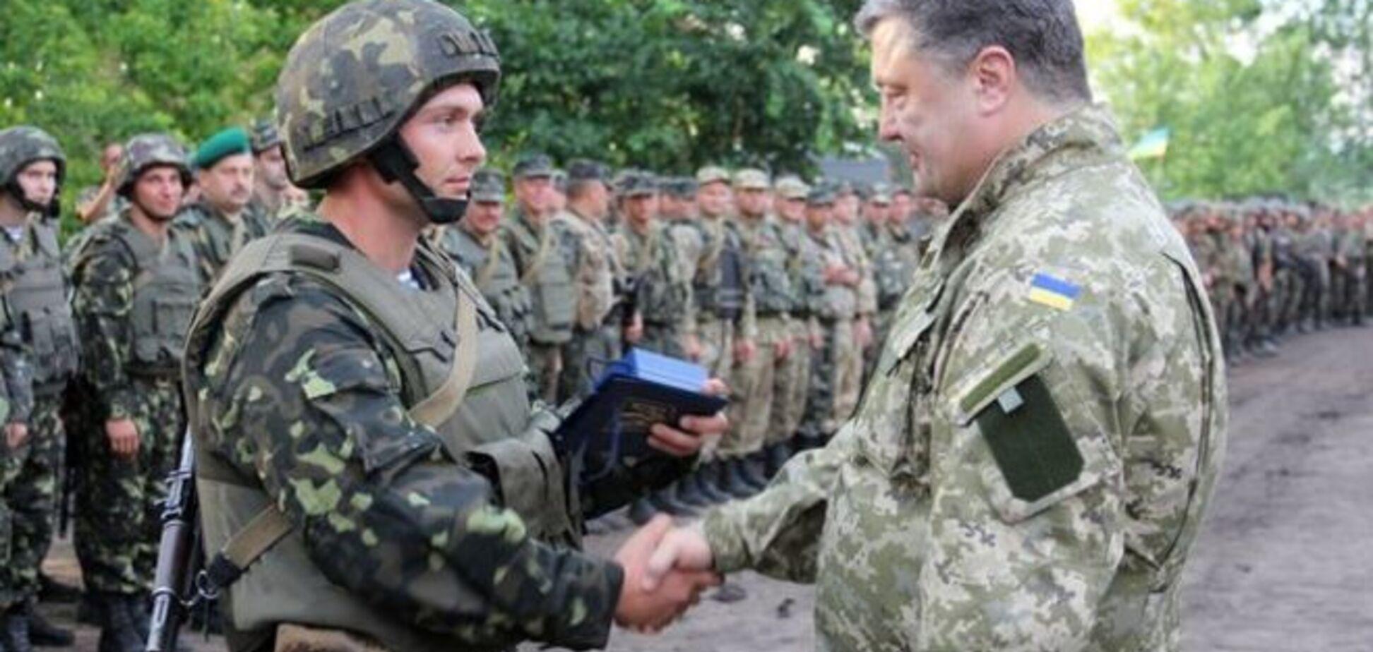 Порошенко наградил орденами и медалями 159 украинских воинов