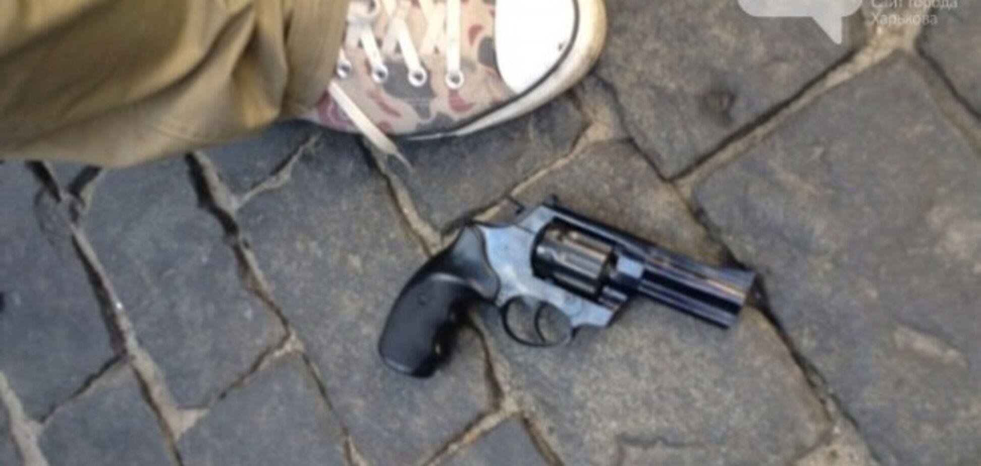 В Харькове мужчина с георгиевской лентой открыл стрельбу по людям у свергнутого Ленина