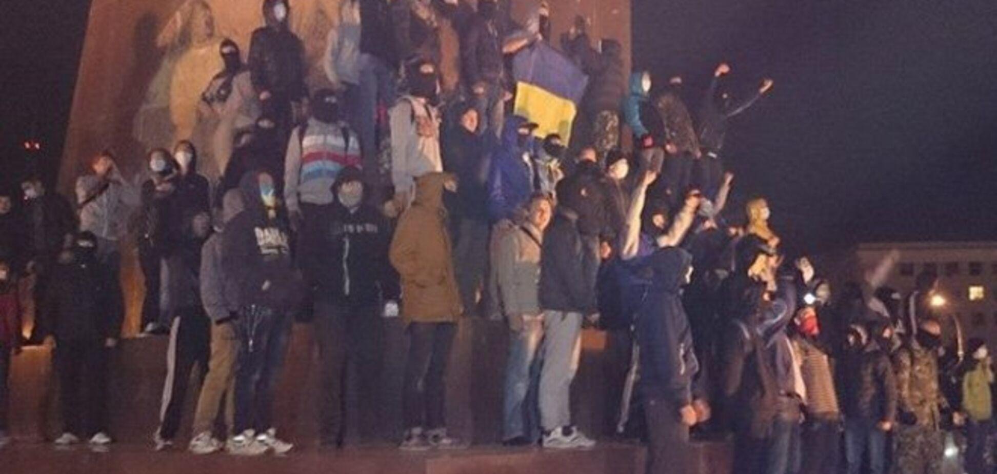 В стычке между харьковскими 'ультрас' и сторонниками Ленина есть раненые