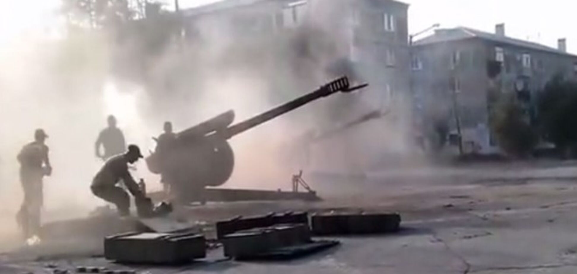 В сети появилось видео, как террористы ведут артобстрелы прямо из жилых кварталов Донецка