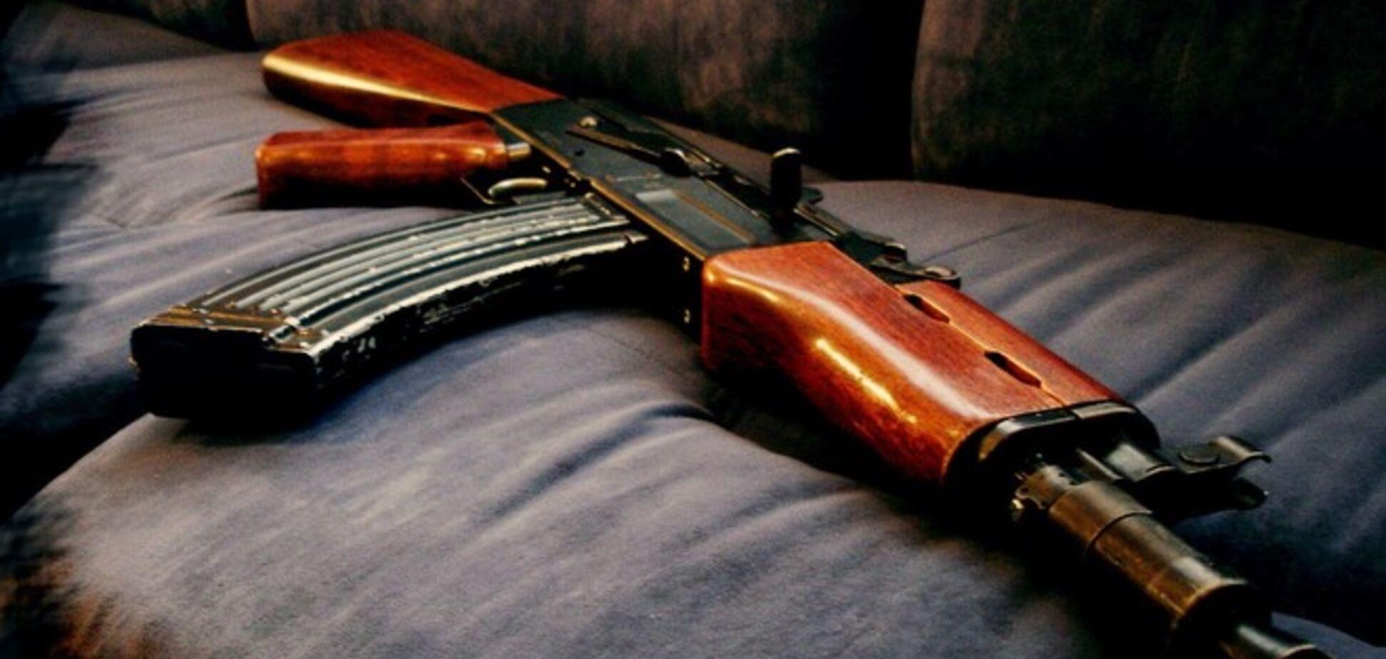 В Дебальцево прямо на базаре торгуют оружием: 'Калаш' можно купить всего за 3 тыс. грн