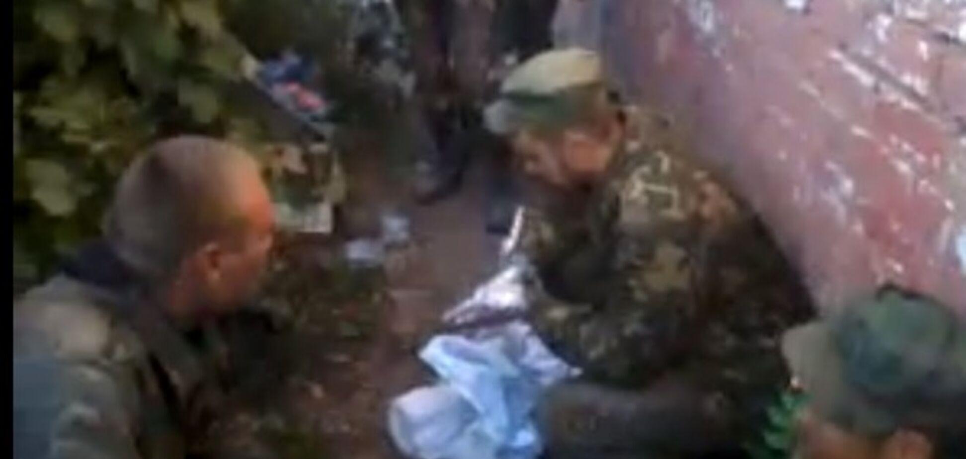 В сети появилось видео допроса силовиками заблудившихся 'псковских ребят'