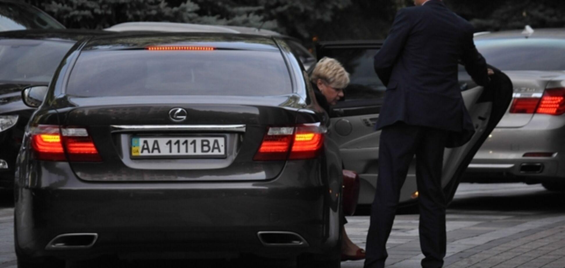 Глава НБУ Гонтарева ездит на Lexus за $140 тысяч, которого нет в ее декларации
