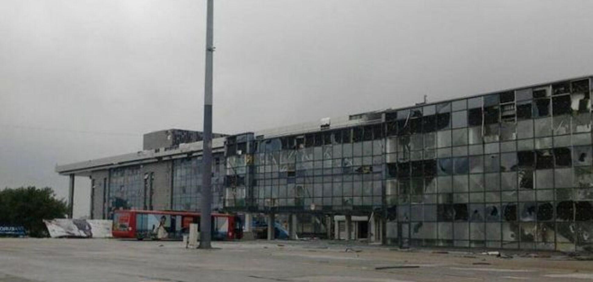 Солдат-срочников вывели из аэропорта Донецка: один контужен, второй обожжен