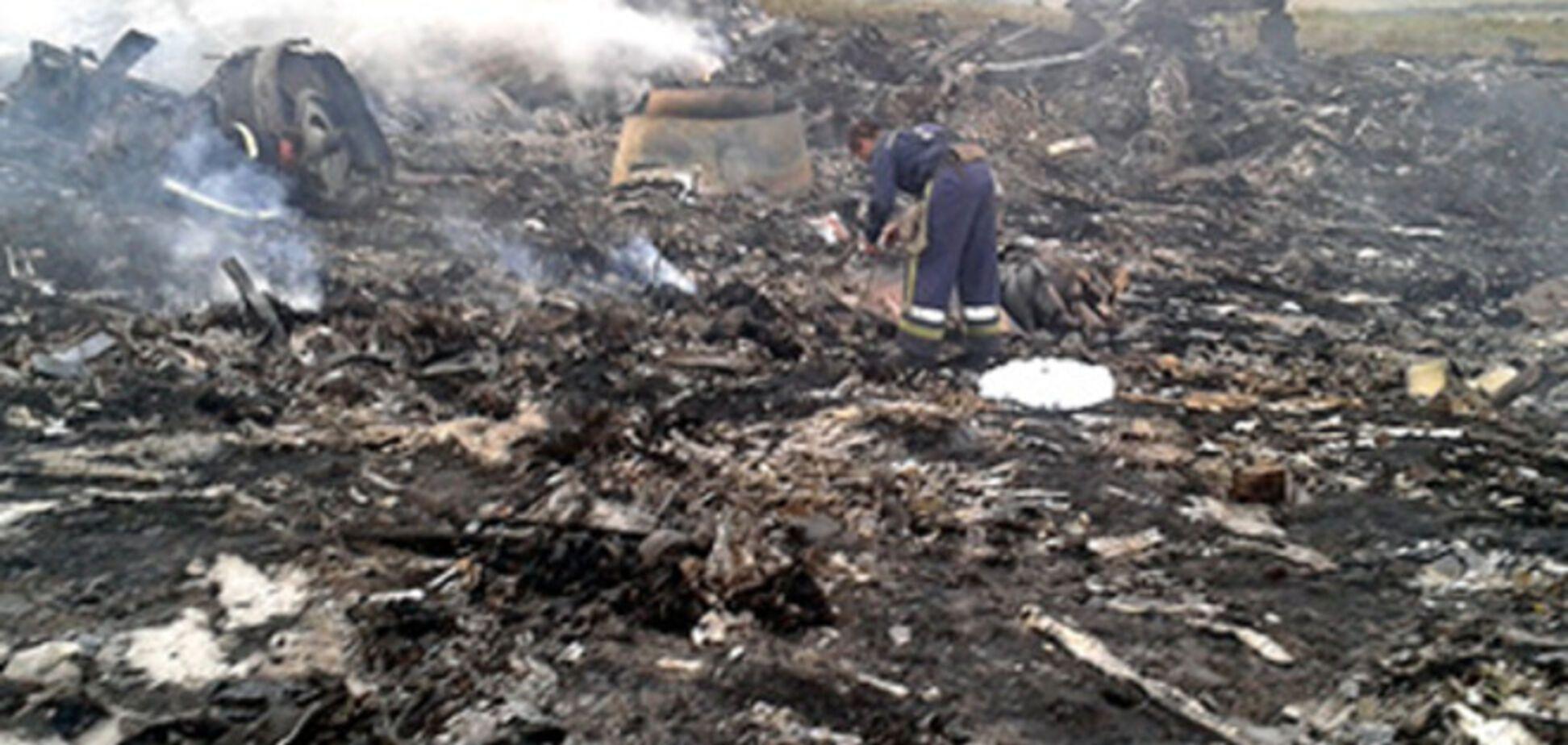 Сбившим Boeing 777 комплексом 'Бук' управляли россияне - очевидцы