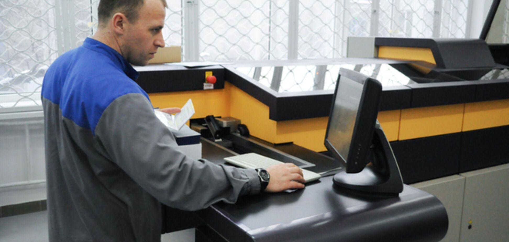 Оформление биометрических паспортов в Украине приостановлено: система зависла на первом же клиенте