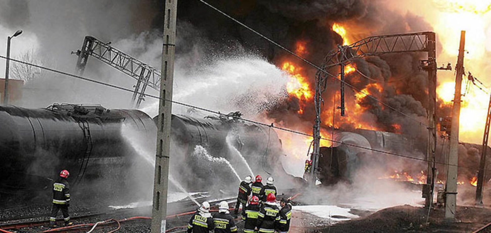 На Харьковщине горел поезд с бензином: в цистерне обнаружили дыру