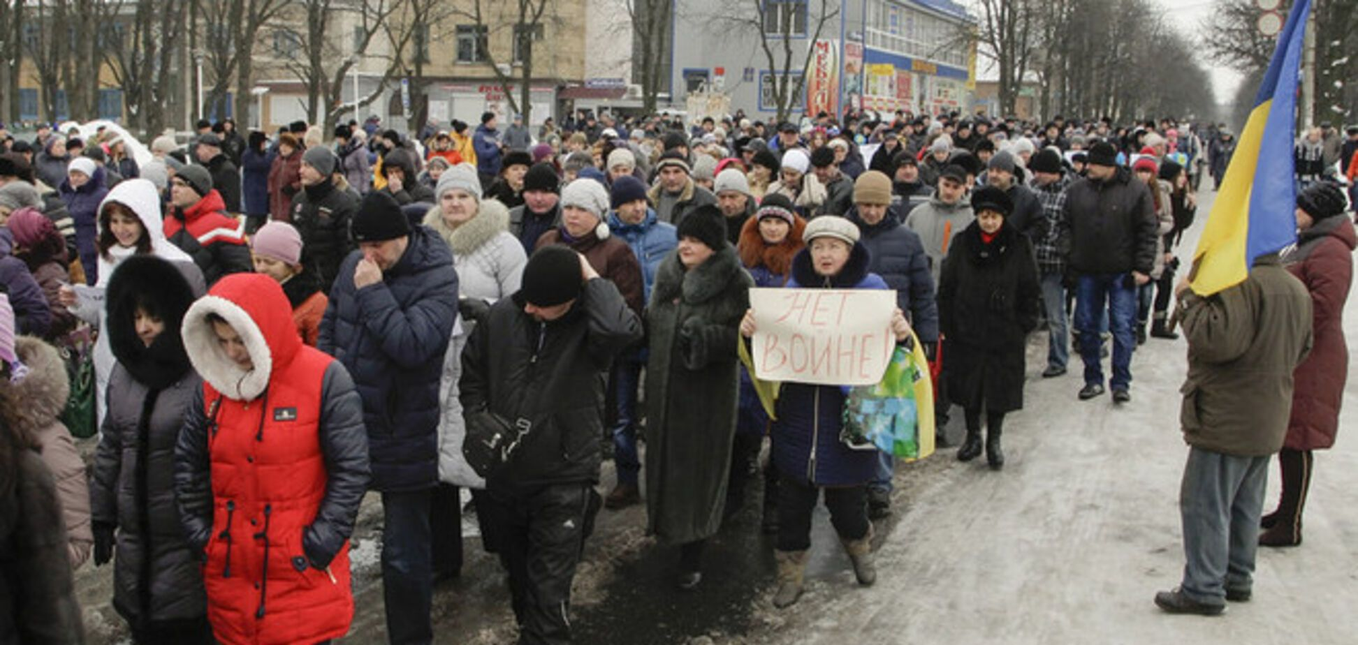 Жители Волновахи вышли на акцию против терроризма: опубликованы фото