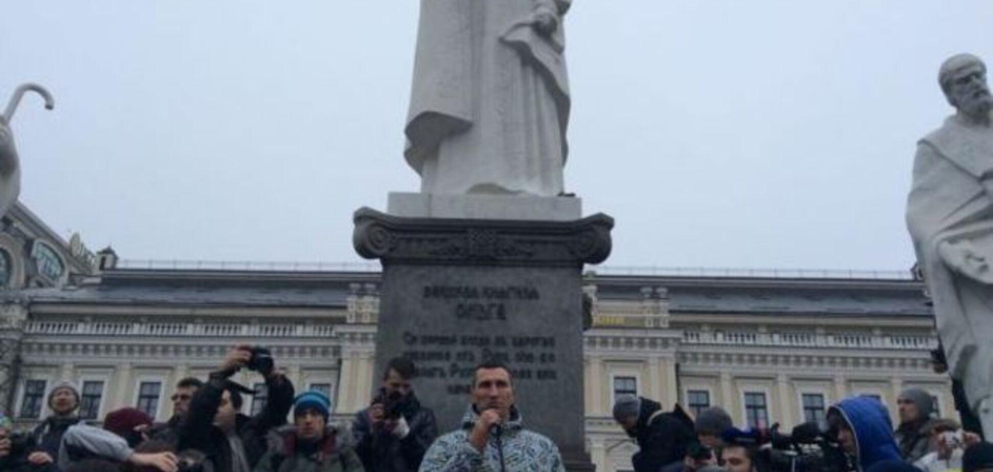 Братья Кличко почтили память жертв теракта под Волновахой: опубликованы фото