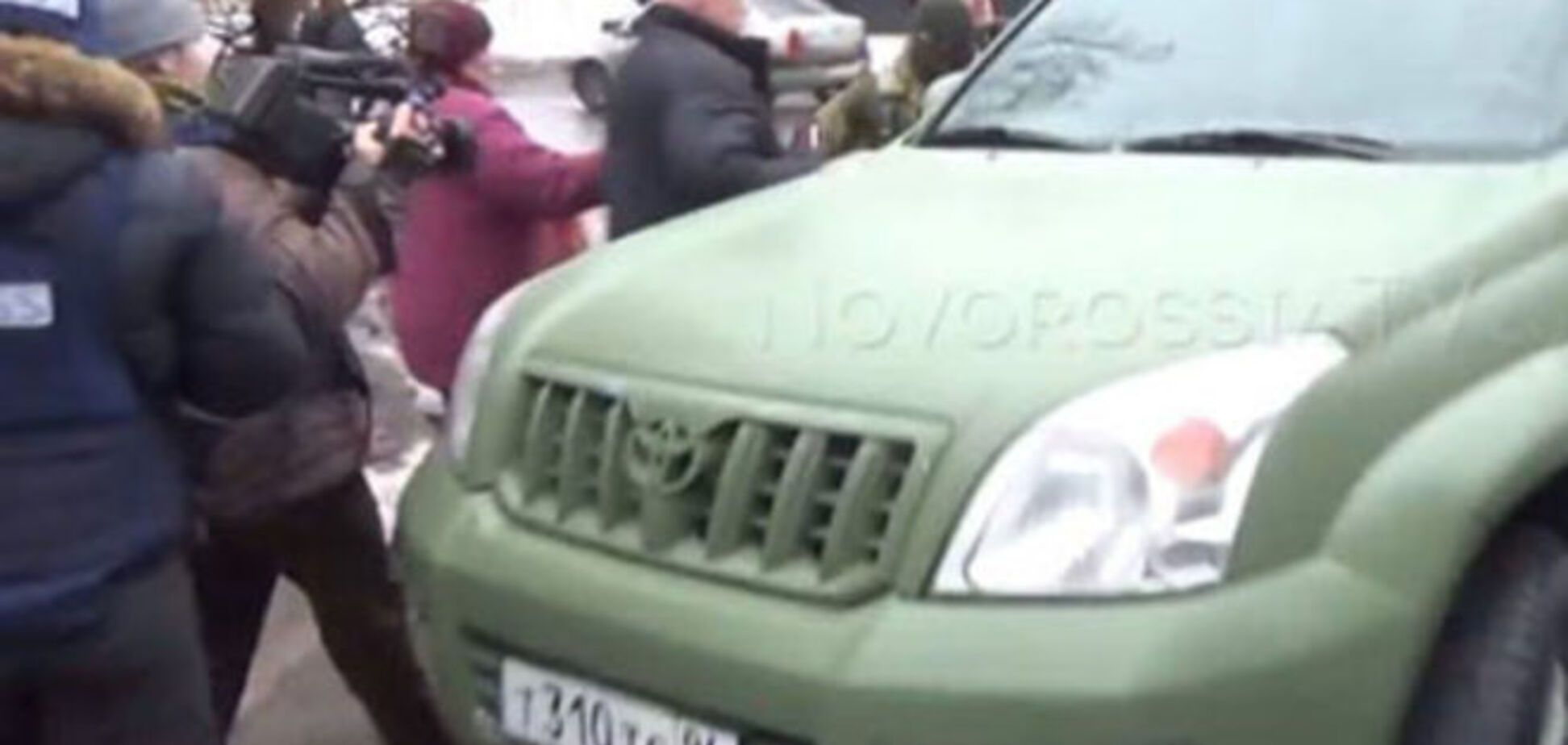 Пленного 'киборга' в Донецке увезли на машине пиарщика Ахметова