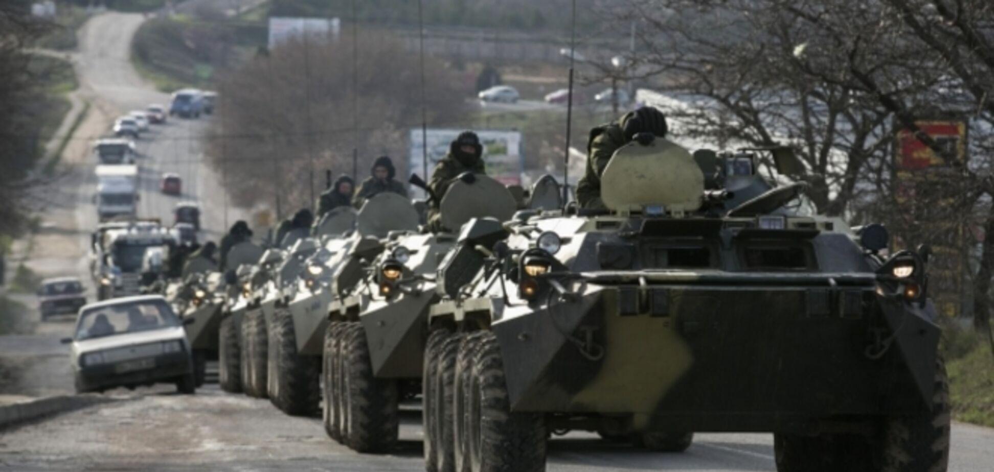 К границе Украины движутся колонны техники с номерами военных округов РФ