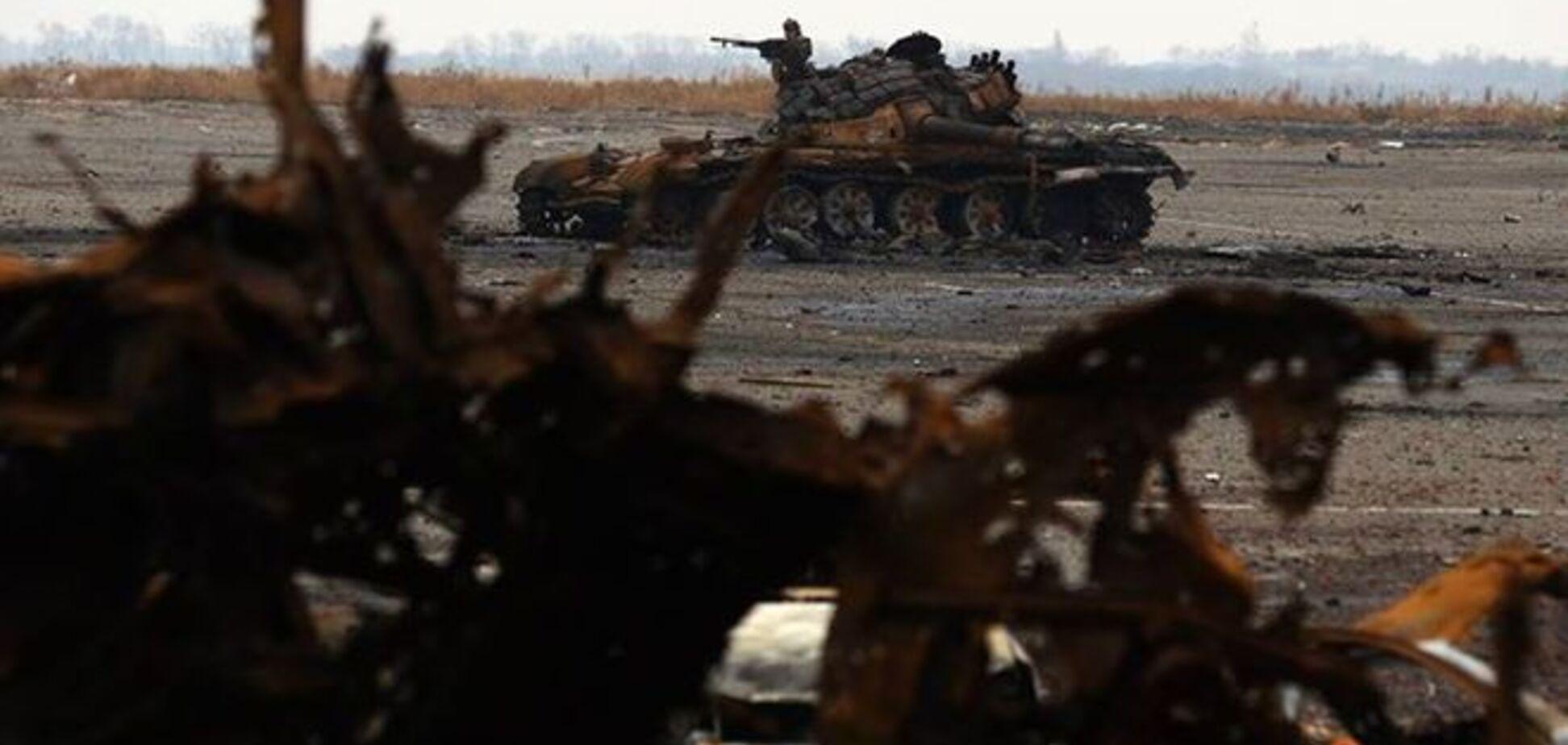 Часть 'киборгов' остается в разрушенном аэропорту, боевики наступают на Пески