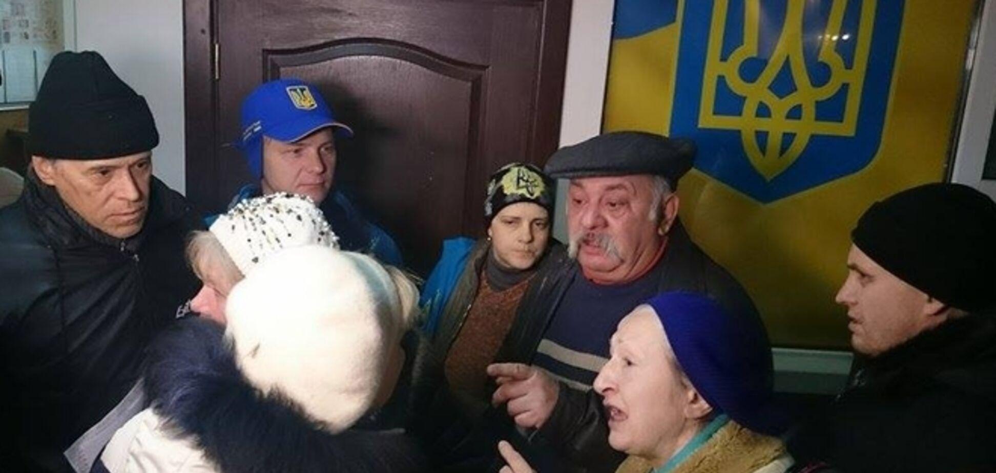 'Евромайдановцы' и 'куликовцы' устроили потасовку на заседании суда по майской трагедии в Одессе