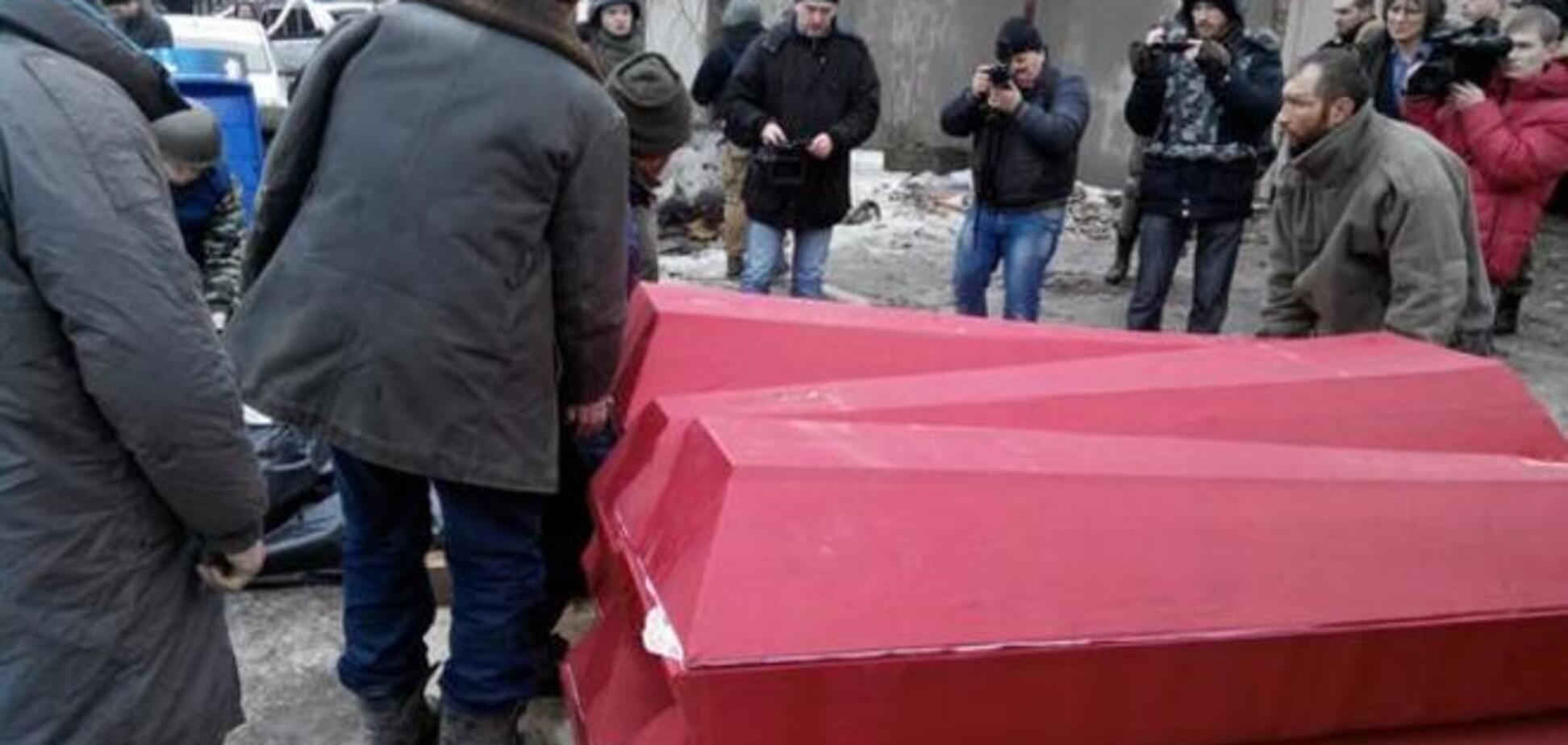 Главарь 'ДНР' передал силовикам 8 тел 'киборгов': опубликованы фото