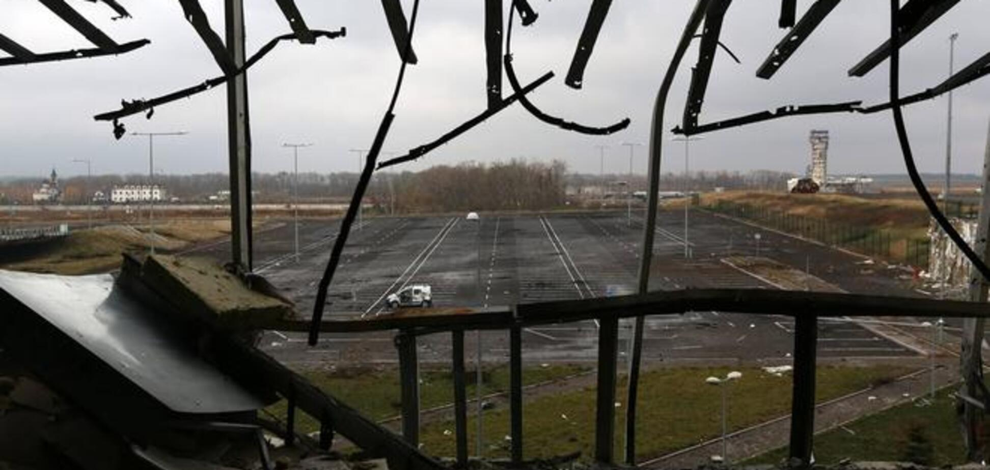Эксперт объяснил, почему украинские войска не могут сдавать полностью разрушенный донецкий аэропорт