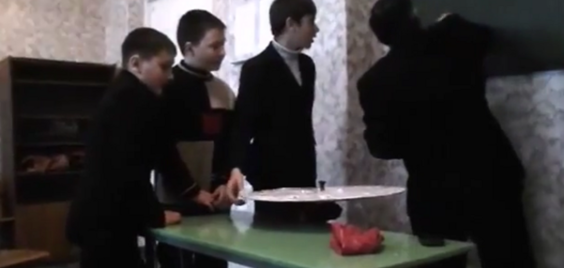 В Ровеньках школьники сидели на уроке, когда начался артиллерийский обстрел: видеофакт