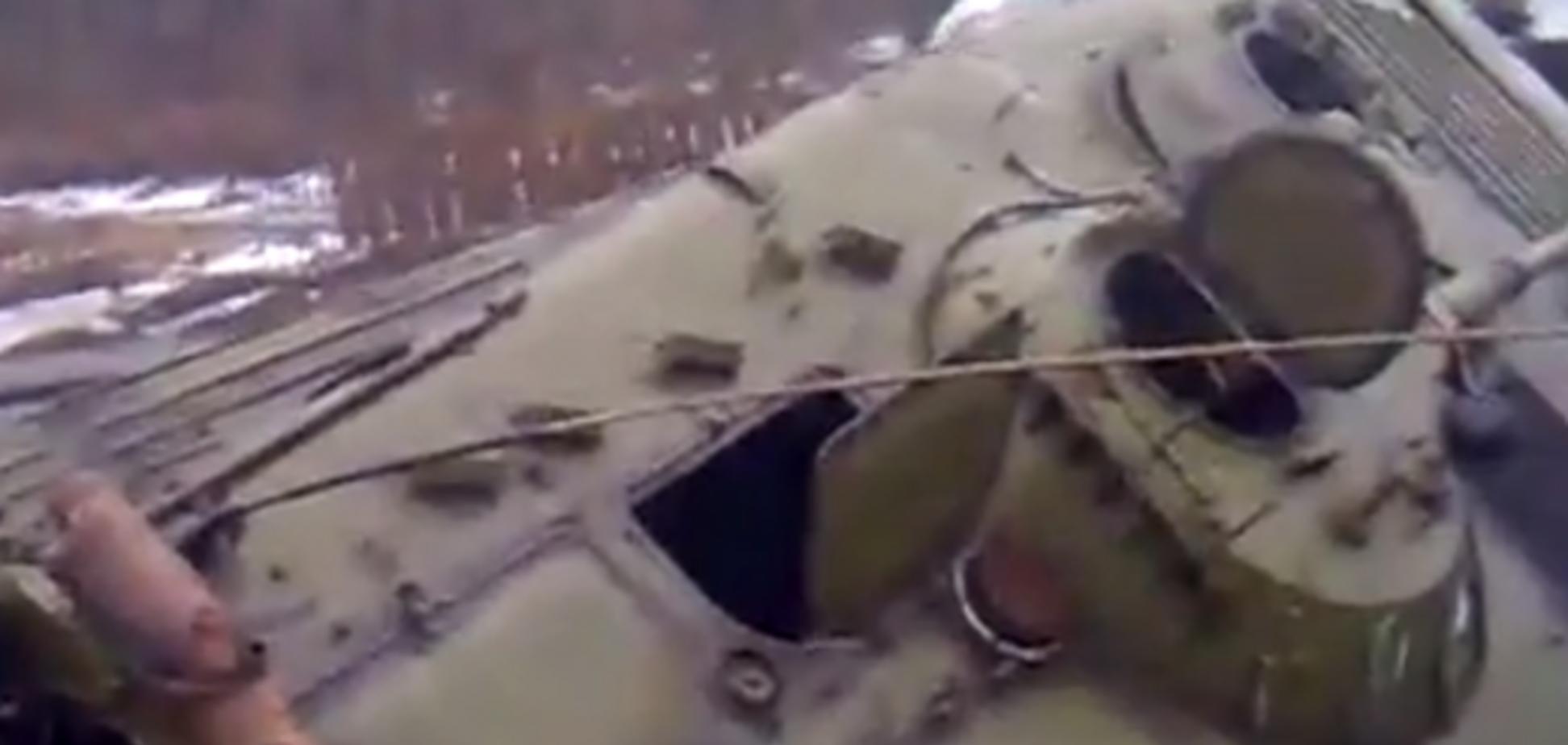 БМП террористов провалилась на мосту: видеофакт