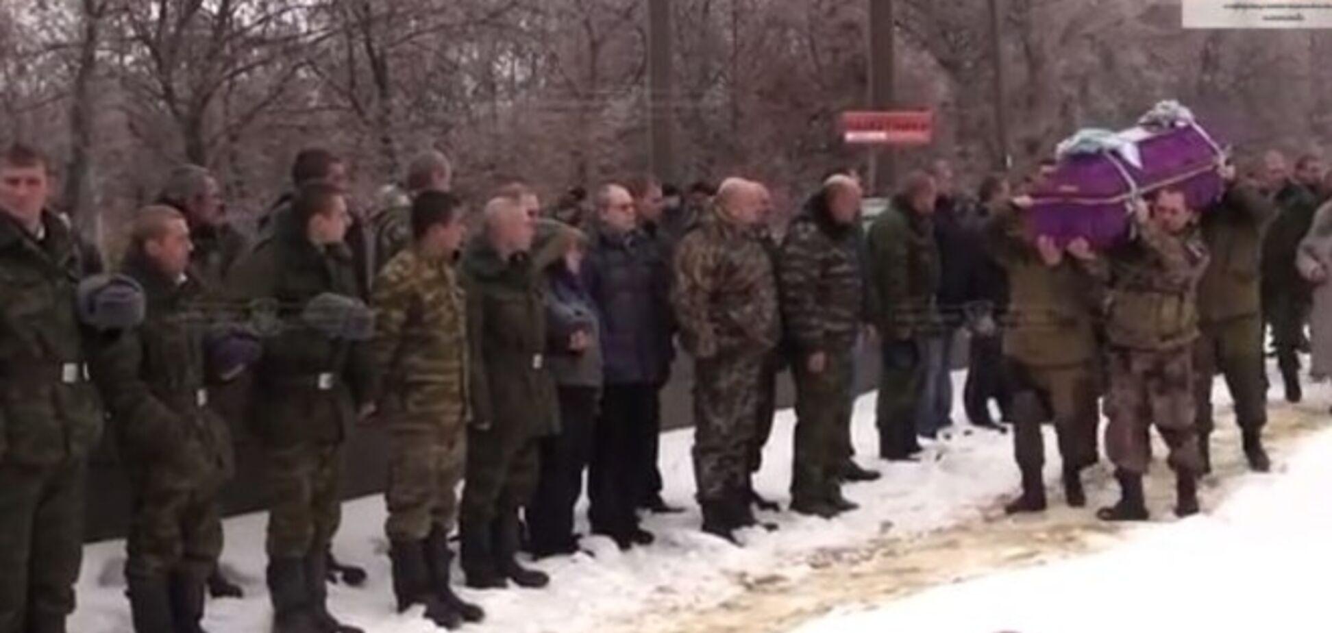 В Луганске хоронили убитого при атаке на 31 блокпост экс-хоккеиста и милиционера, воевавшего на стороне 'ЛНР'