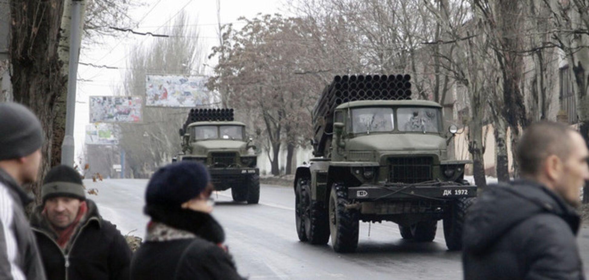 Террористам в Донецке подвозят боеприпасы из России