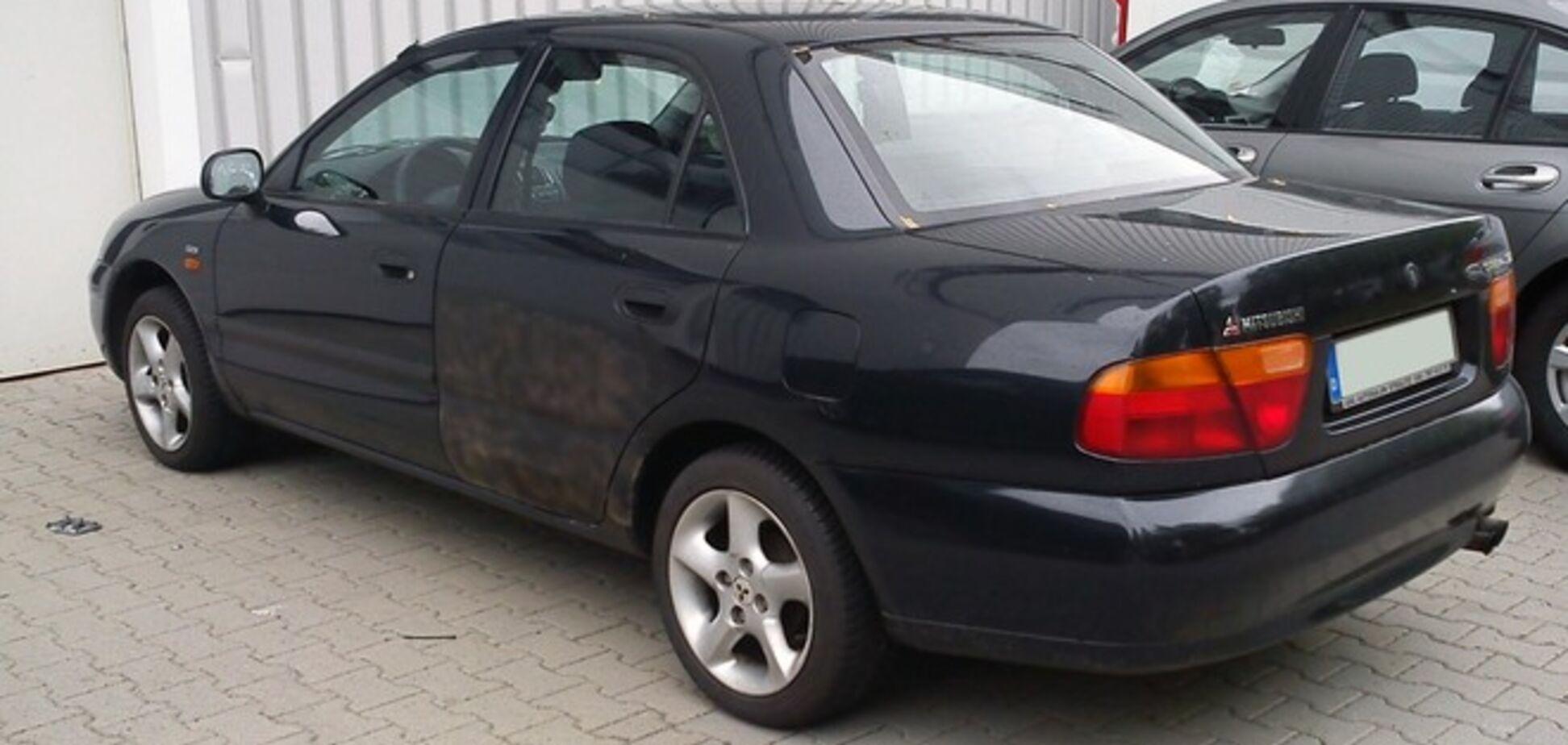 В Чернигове взорвали Mitsubishi-Carisma: в авто нашли обломки гранаты