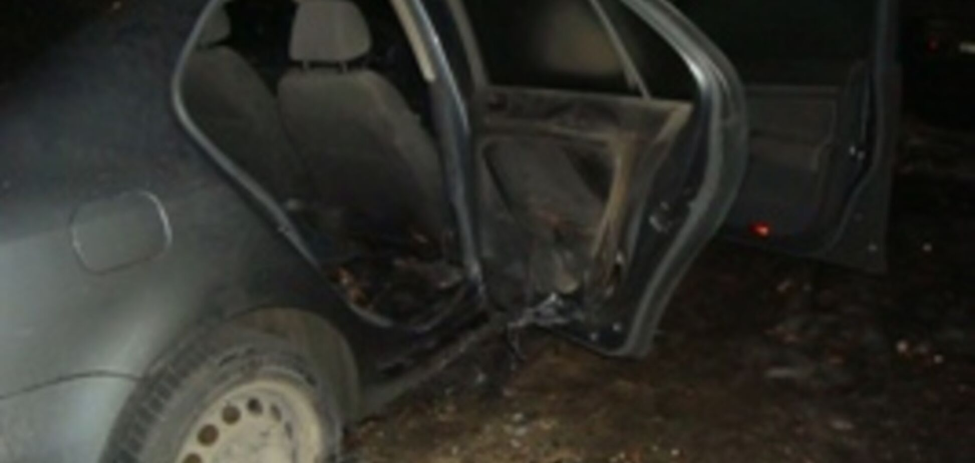 В Деснянском районе Киева подожгли автомобиль