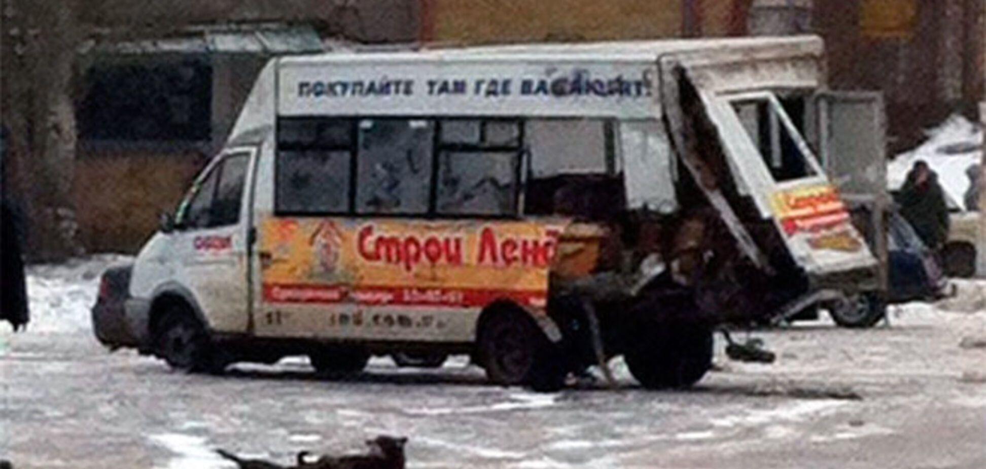 В Луганске после ДТП с 'Уралом' террористов взорвалась маршрутка. Фотофакт