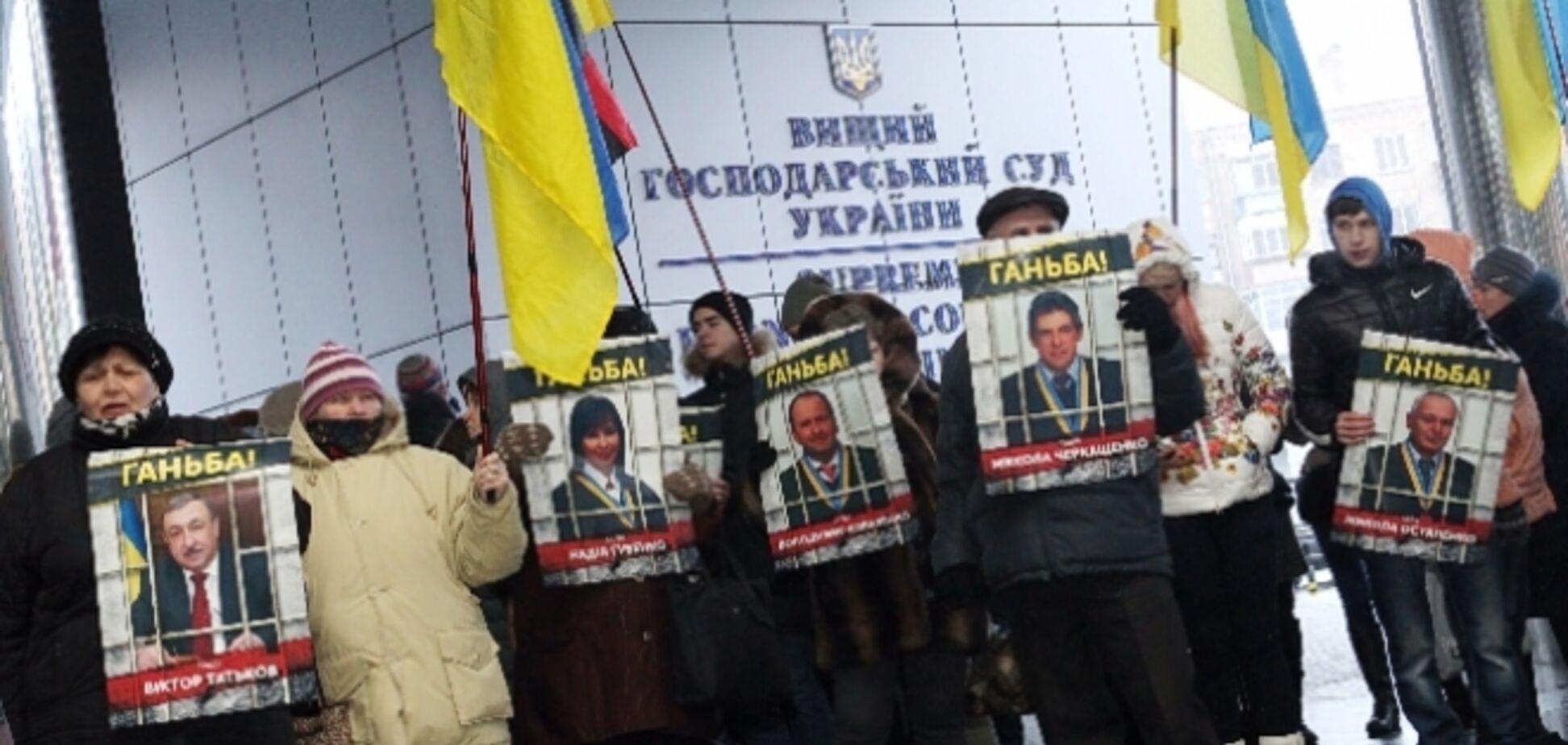 Главе ВХСУ устроили 'коридор позора': опубликованы фото