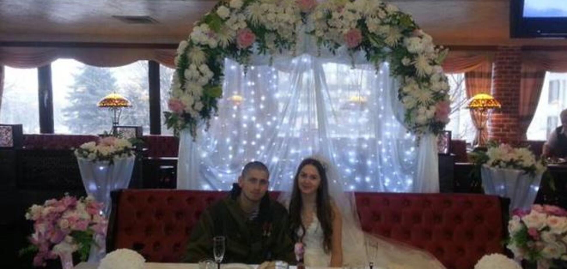 Боевик, прицепивший флаг 'ДНР' в донецком аэропорту, женился на боевой подруге: фото молодых
