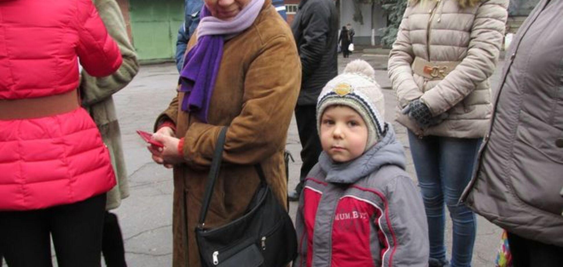 Из Марьинки и Красногоровки срочно эвакуируют детей, но террористы продолжают обстрелы городов