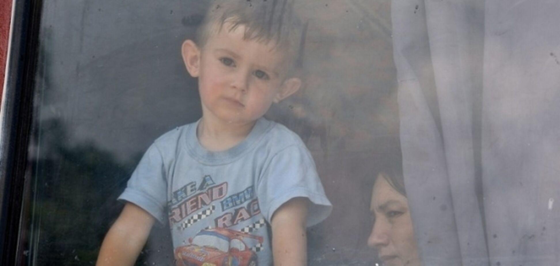 75 детей вывезли из обстреливаемых Марьинки и Красногоровки