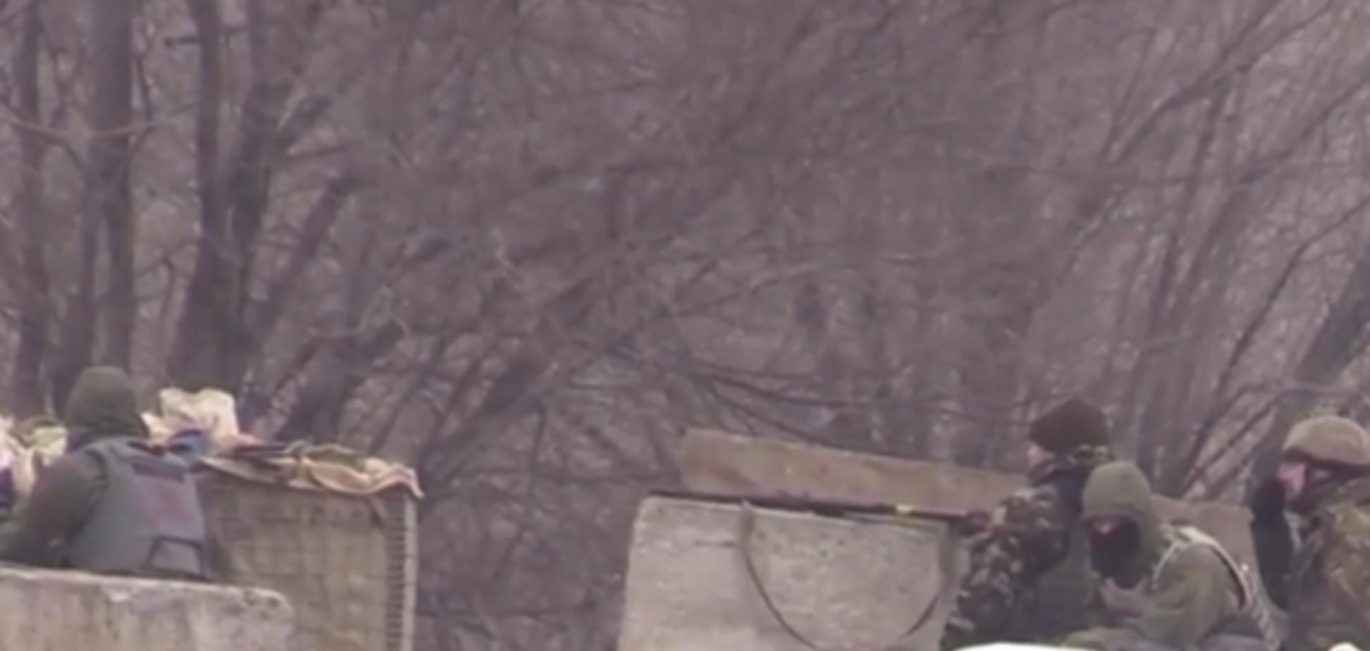 Появилось видео обстрела боевиками блокпоста АТО возле Марьинки