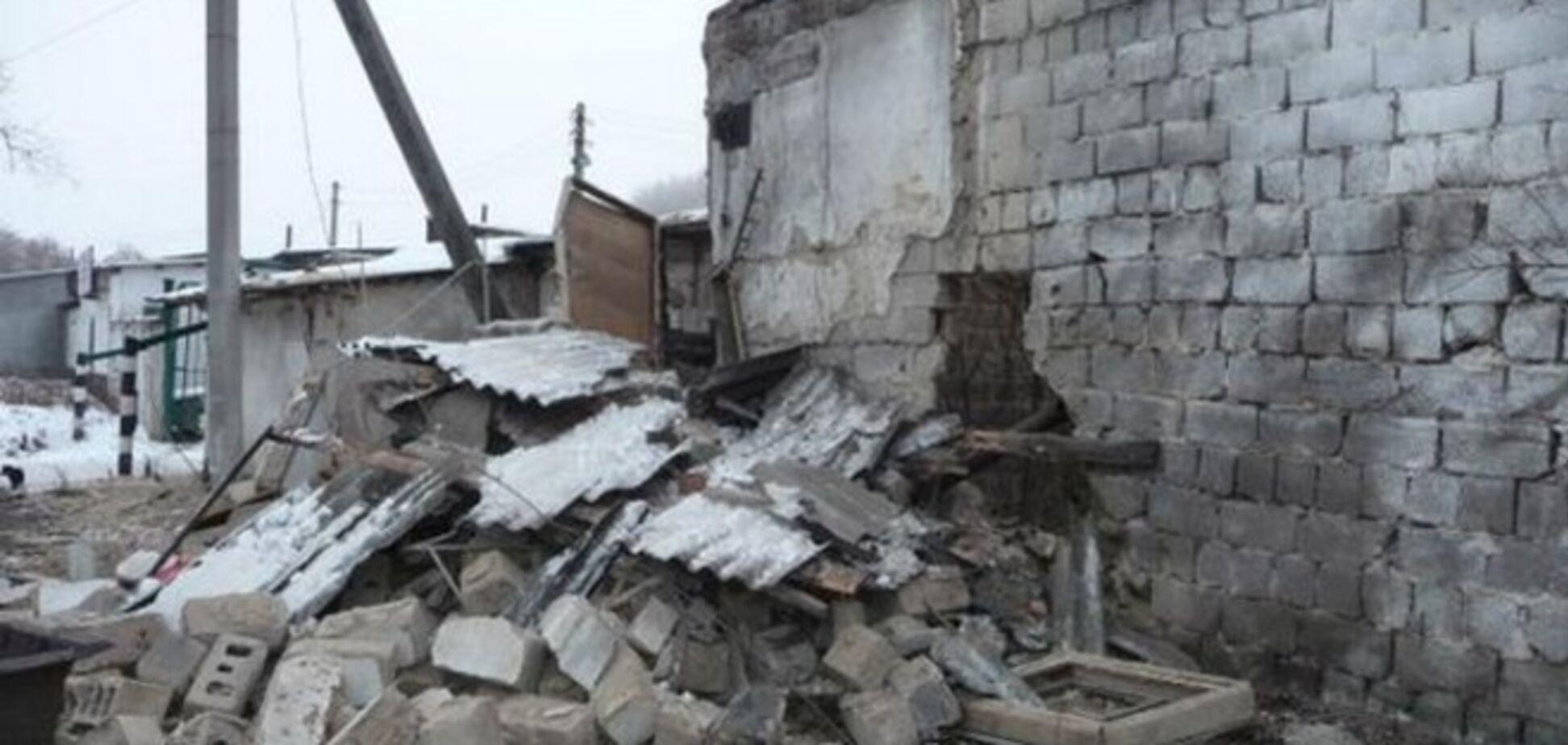 Террористы обстреливают Крымское: около 100 жителей, включая детей, оказались в ловушке