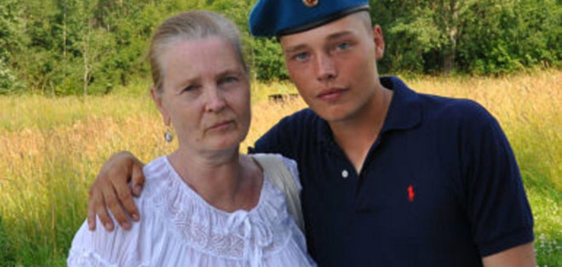 Мать воюющего за 'Новороссию' садиста полностью разделяет его нацистские убеждения: фотодоказательства