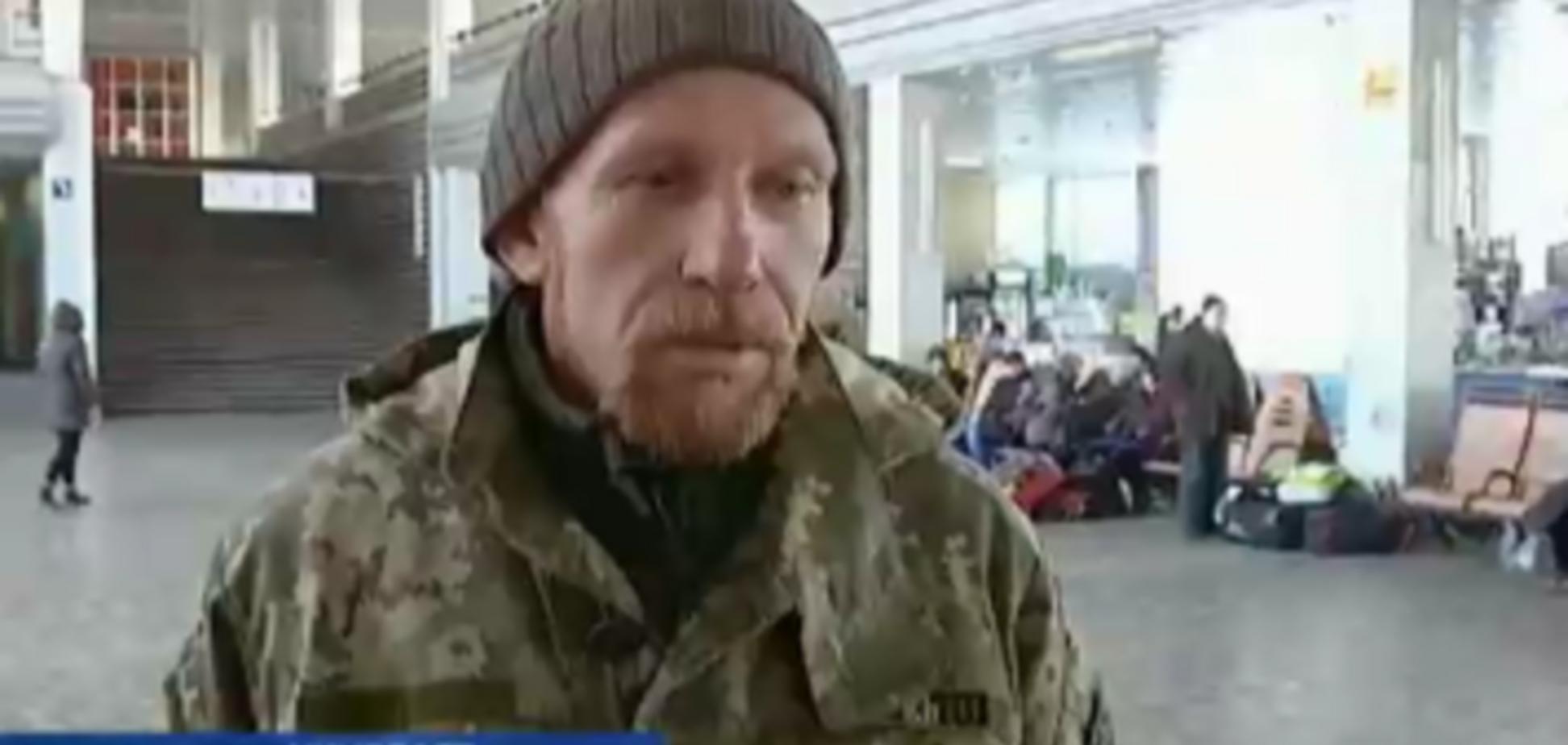 'Это не моя война': в Николаеве проводница выбросила вещи военных АТО из поезда