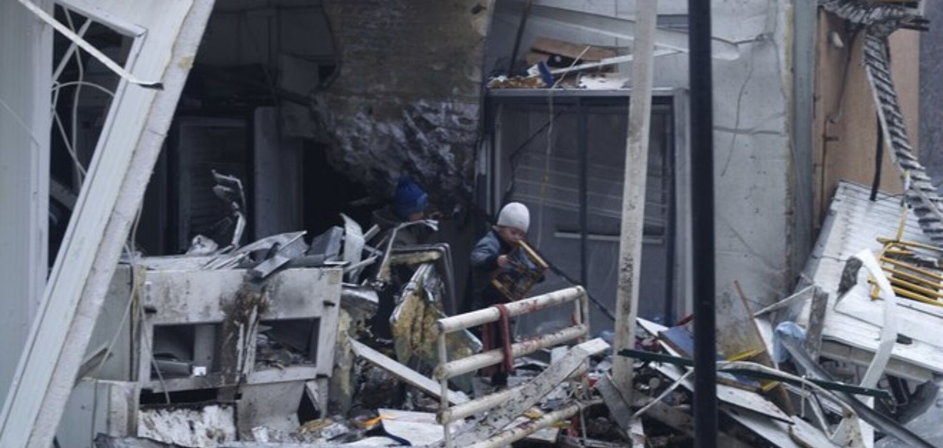 Артиллерия боевиков 'смешивает с землей' Авдеевку и Дебальцево