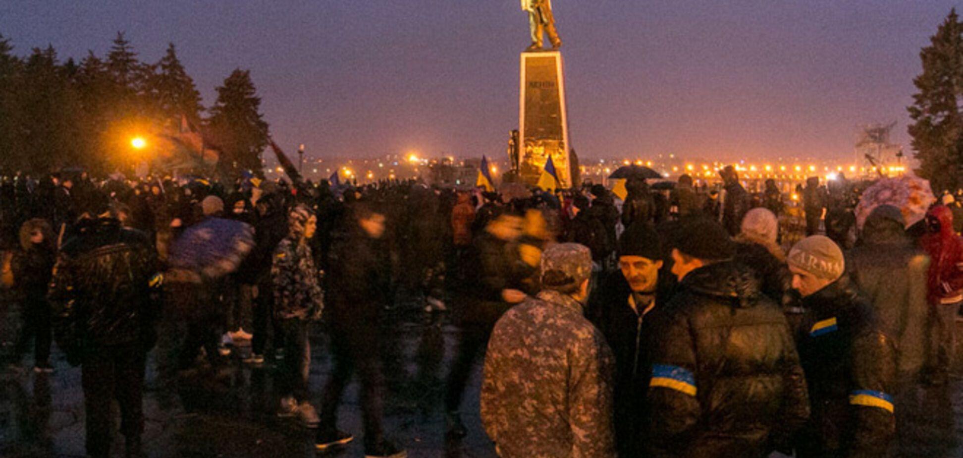 Не снесли. В Запорожье обсуждают легальный демонтаж памятника Ленину