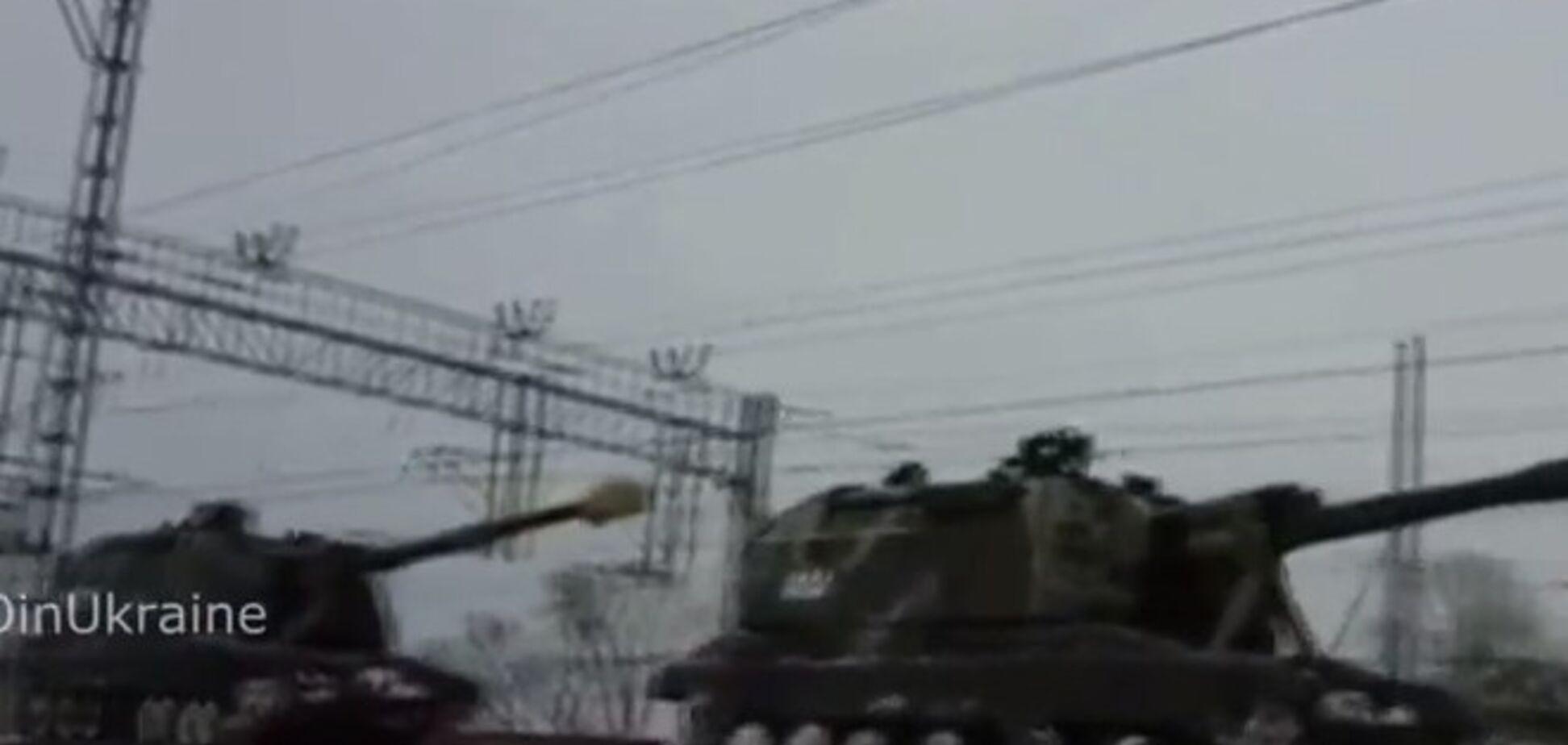 Россия по железной дороге перебрасывает бронетехнику к границе с Украиной: разоблачительное видео