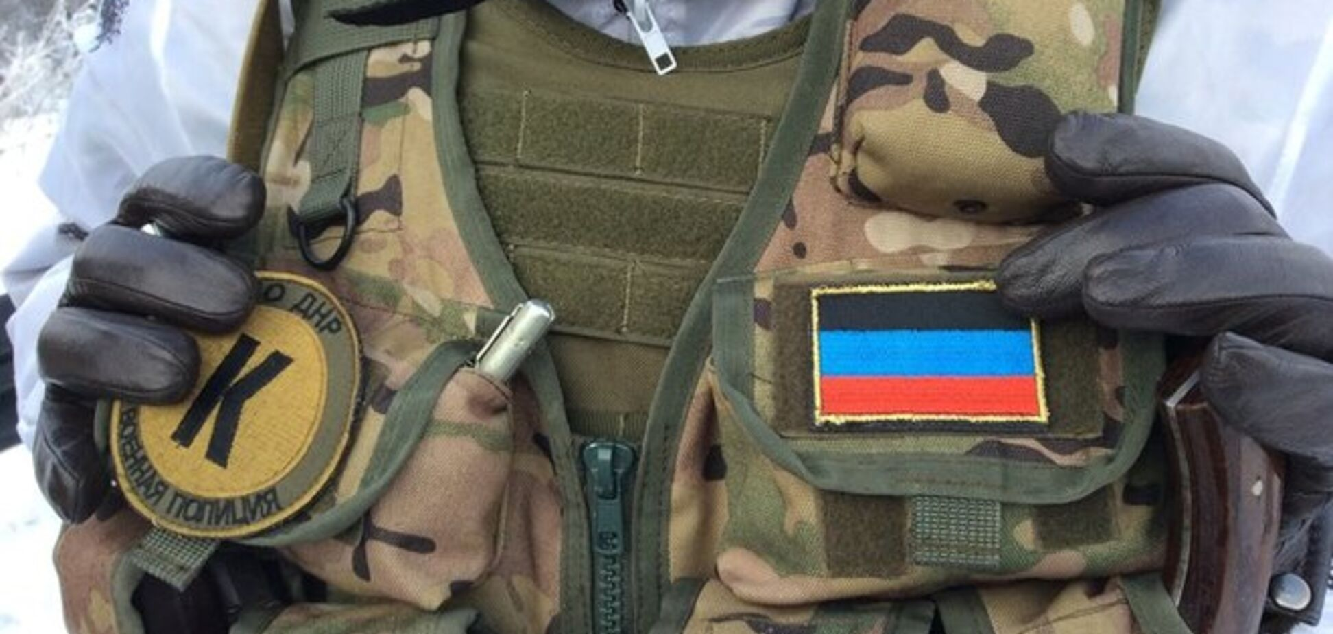 Минобороны показало, как боевики 'ДНР' обыскивают прибывших на ротацию 'киборгов'