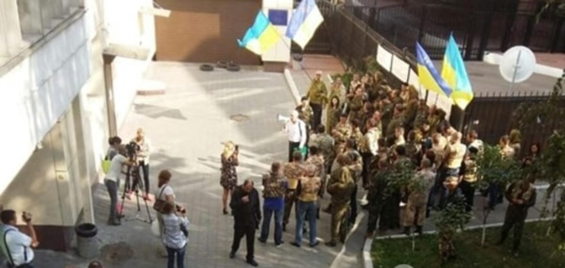 Липові пікетники під виглядом бійців АТО на службі у конвертаційних центрів