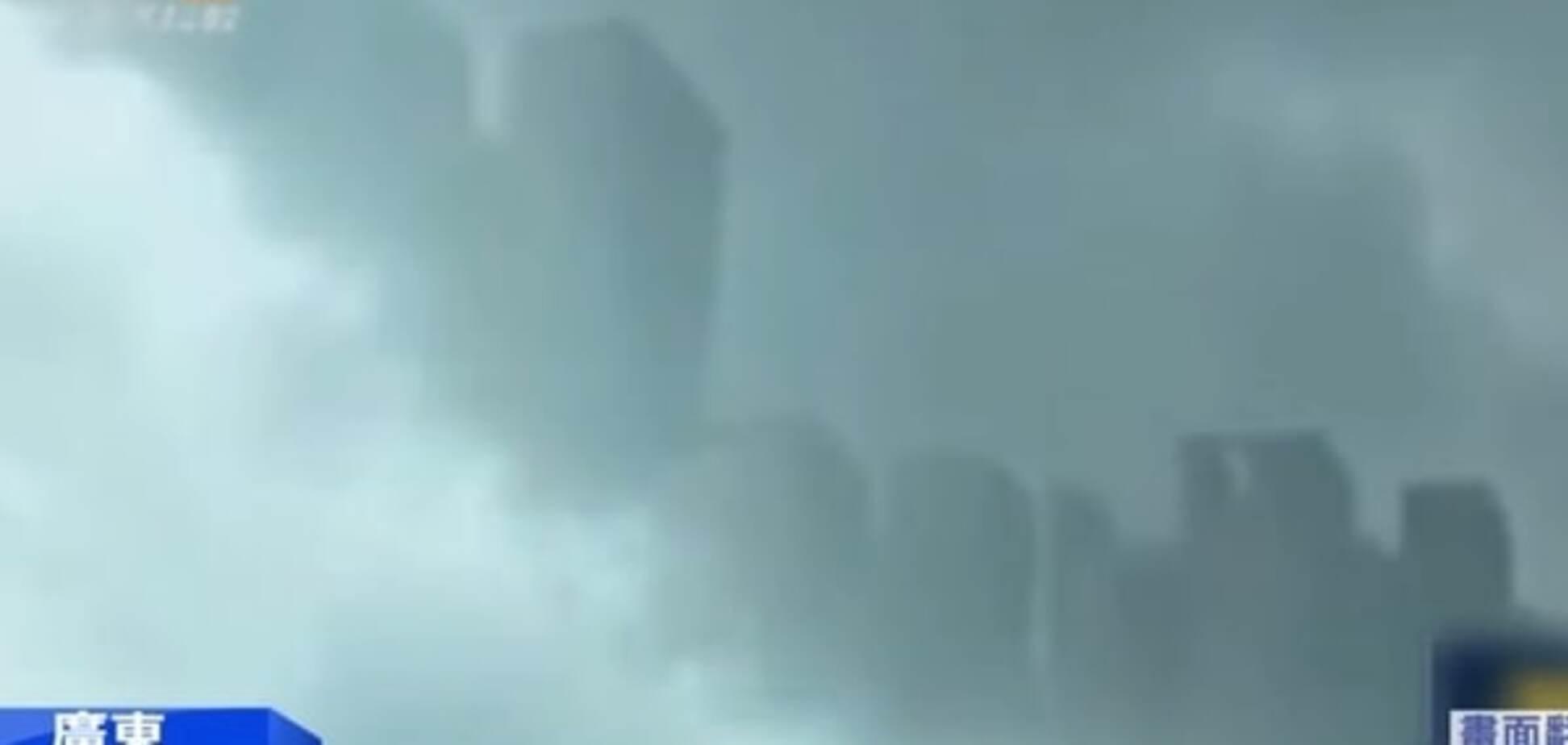 В небе над Китаем появился 'призрачный город': видеофакт