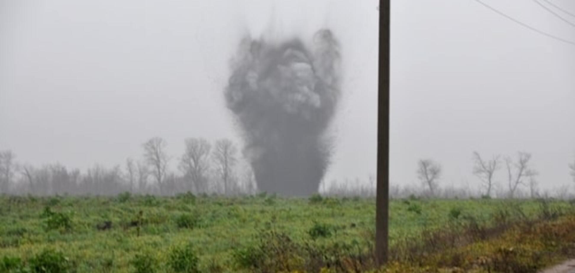 На Луганщине на фугасе подорвался 'КрАЗ' с пограничниками, трое раненых