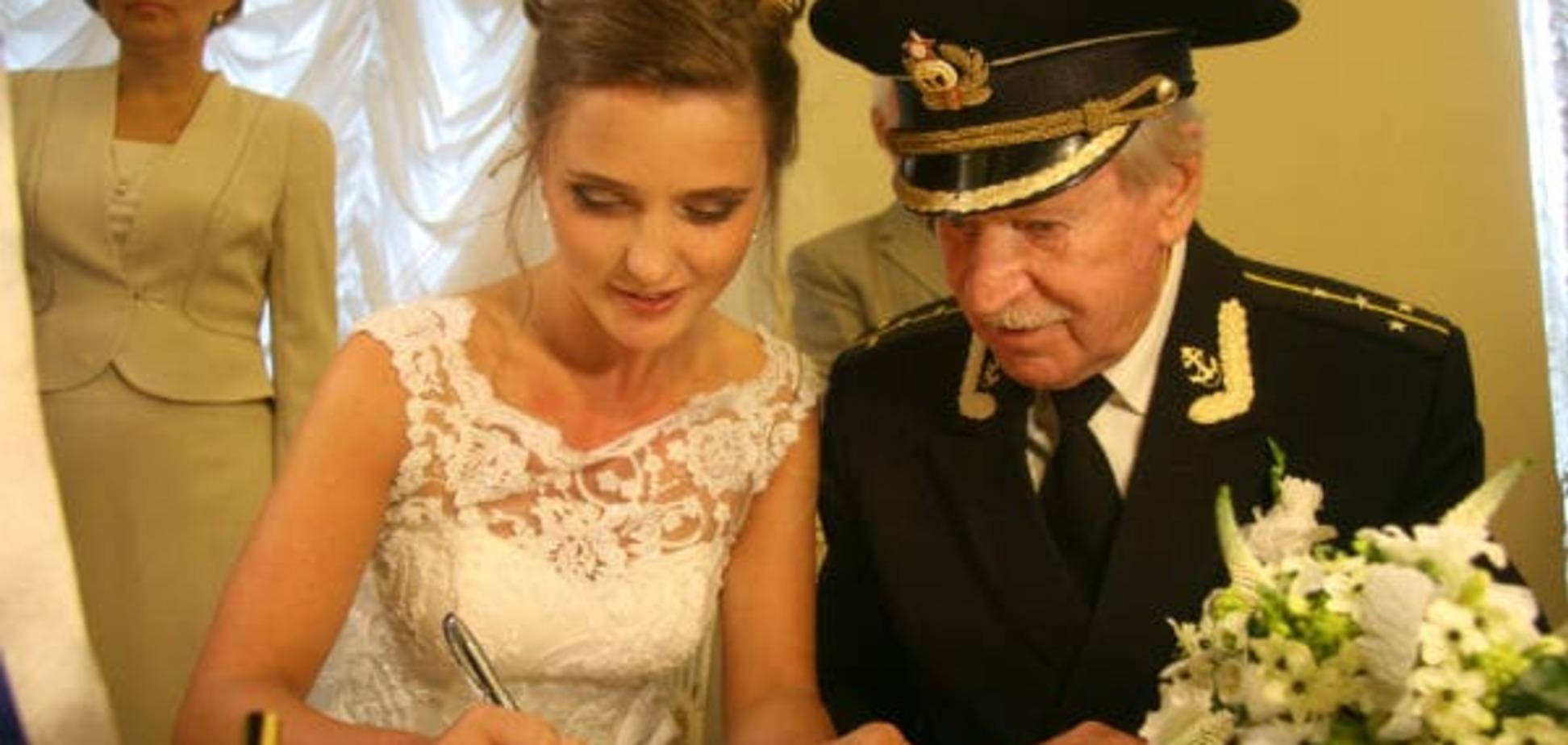24-летняя жена 84-летнего Ивана Краско поразила соцсети округлившимся  животом