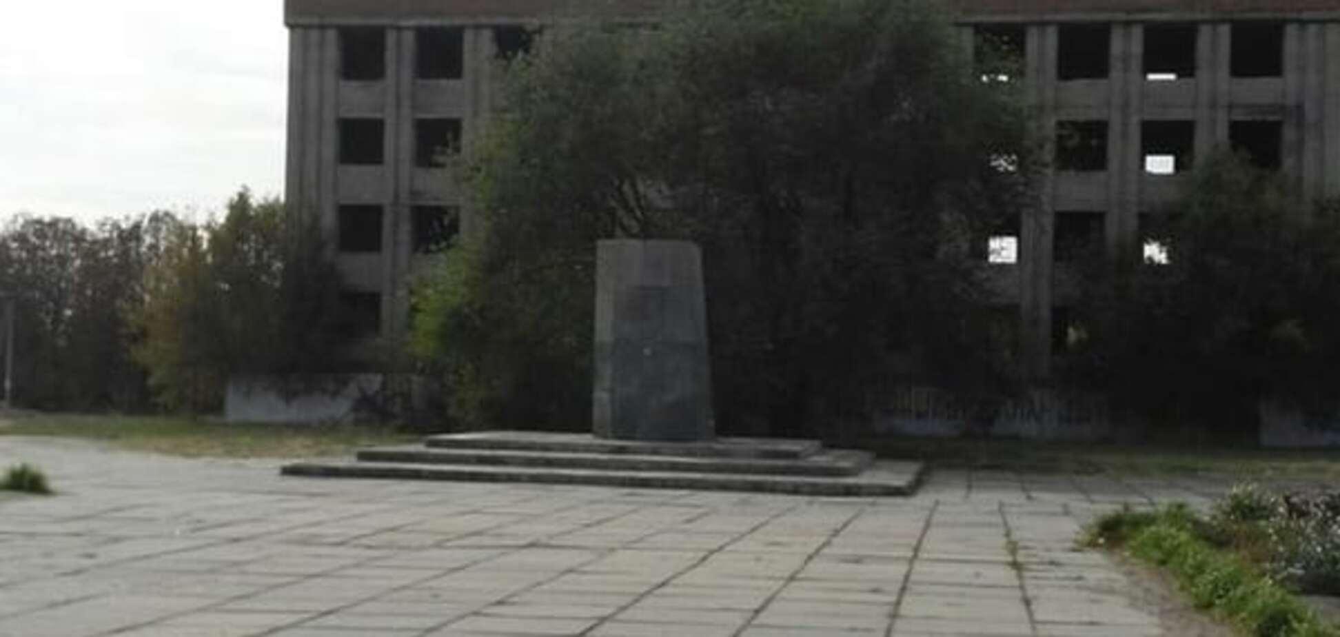 Нежданчик: у Запорізькій області вкрали 5-тонного Леніна