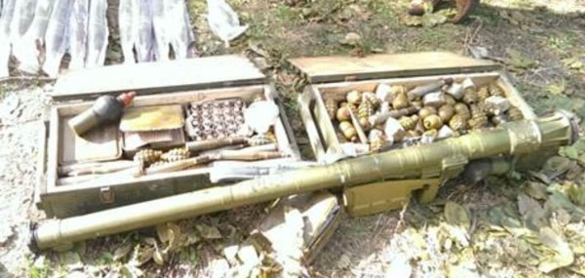 На Донбасі СБУ знайшла схрони з 'Голкою' і протипіхотними мінами