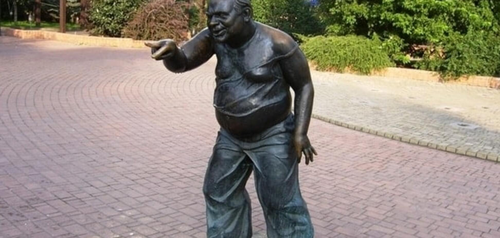 Знайшли 'останки': викрадений в Москві пам'ятник Леонову розпиляли на металобрухт
