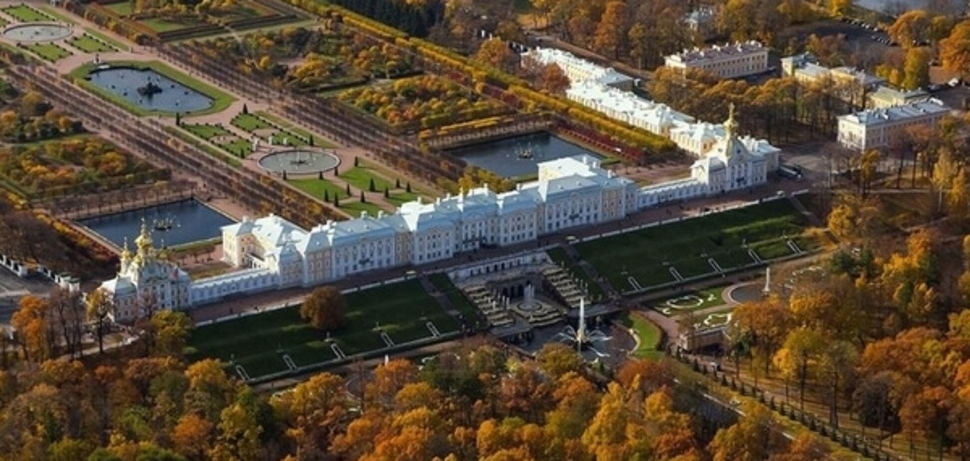 Тролль 'продал' дворцы Петергофа как 'имение Порошенко'
