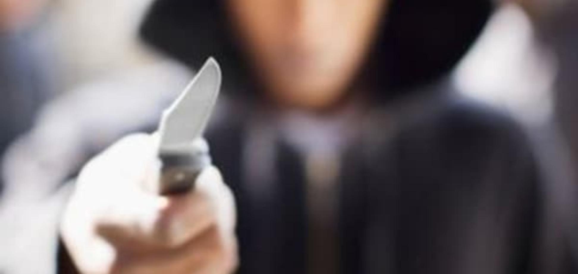 На мужчину напали с ножом возле киевского телеканала