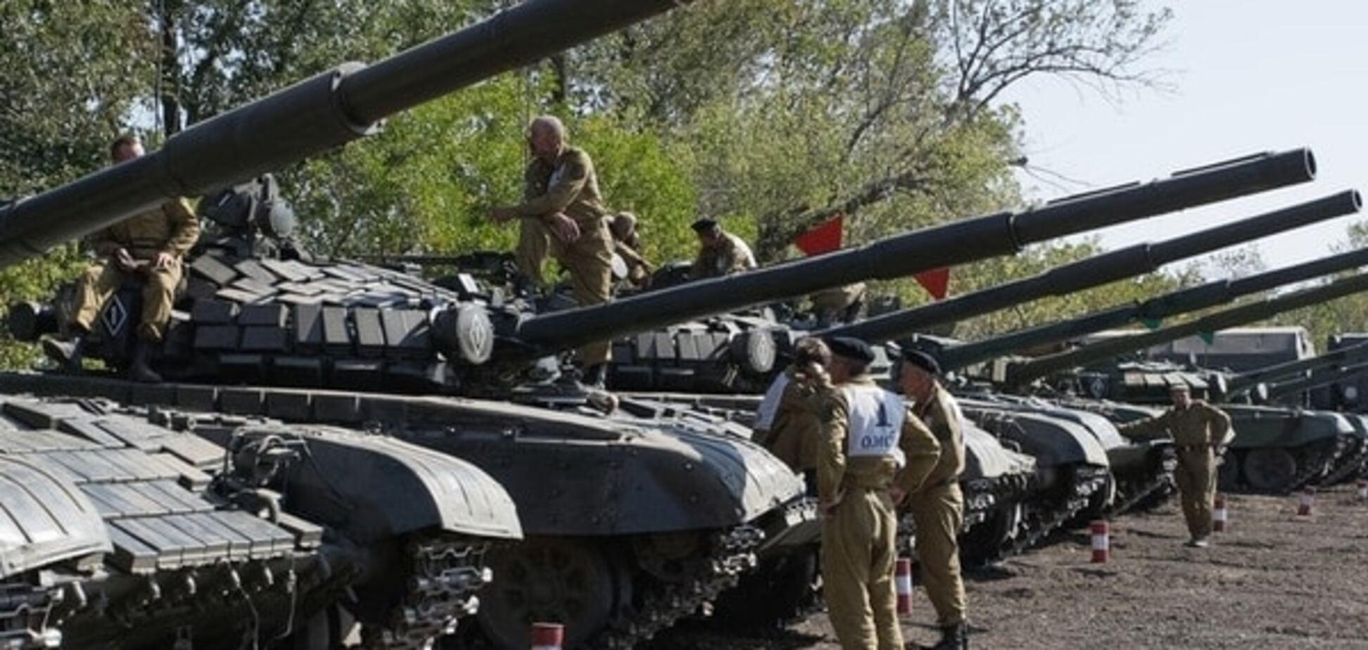 Порошенко заявив про початок відводу легіх озброєнь на Донбасі